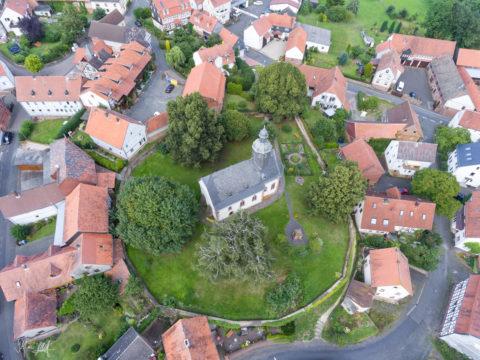 Blick auf den Dorfkern von Langesntein